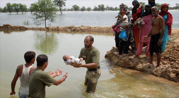 pakistan_floods_baby