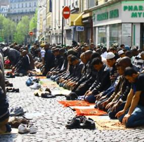 praying-france