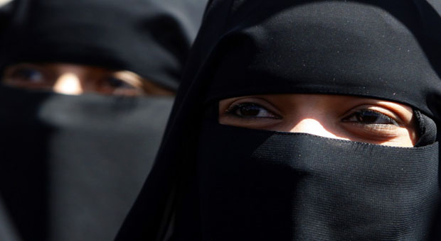 women-wearing-niqabs