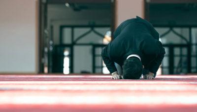 Man Praying mosque red carpet